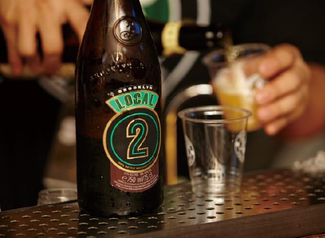 샴페인과 맥주 사이