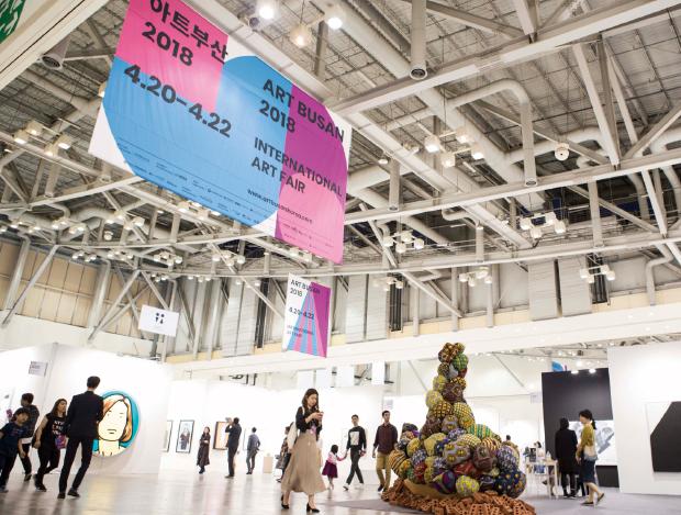상반기 국내 최대  현대 미술 장터