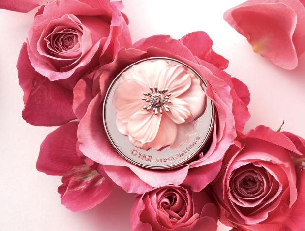 화장품 안에서 만개한 장미